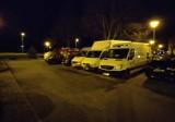 Busy na parkingu w Szczecinku. Przepisy są jasne: mają prawo tu stać