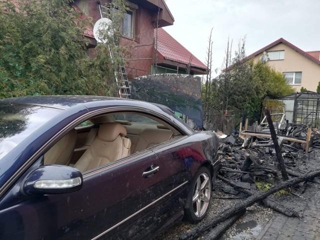 Pożar wiaty i samochodu w Wysokiej