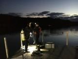 Nocne ćwiczenia strażaków na jeziorze w Pile [ZDJĘCIA]