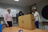 Gdynia: Kampania #dzielmysiedobrem trwa. Przekazano komputery kolejnym dzieciom. 08.02.2021