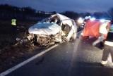 Wypadek w Mirosławicach na DK35. Jedna osoba nie żyje, sześć jest rannych