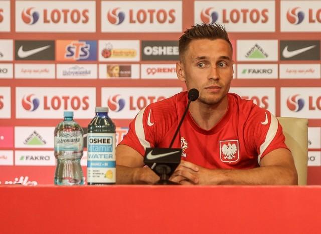 Przemysław Frankowski na konferencji prasowej na stadionie Polsat Plus Arena Gdańsk