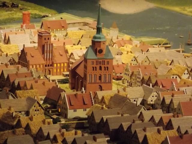 Makieta dawnego Landsberga to jedna z najciekawszych atrakcji Spichlerza. Warto tam zajrzeć!