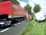 Dramatyczny wypadek na drodze krajowej nr 6 koło Malechowa. 2 osoby ciężko ranne [ZDJĘCIA]