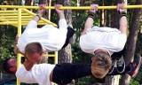"""Ćwiczenia siłowe. Nad jeziorem Piaszczystym w Pile odbyła się impreza """"Kalistenika Dla Każdego"""". Obejrzyjcie zdjęcia"""