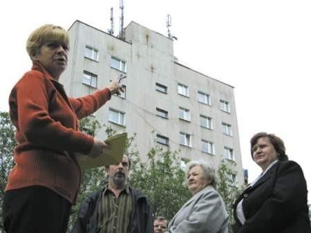 Anna Rybak, Janina Bartczak, Wiesław Schroeter i Krystyna Kamińska chcą zadośćuczynienia za ustawienie spornych przekaźników.
