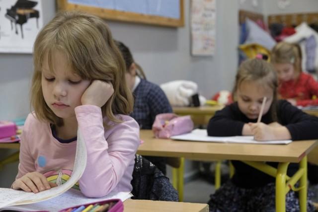 """Szef Ministerstwa Edukacji i Nauki podkreślił, że do otwierania szkół resort """"podchodzi ostrożnie""""."""