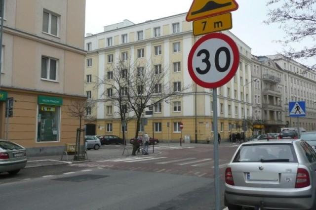 Przy których pasach w Poznaniu światła są zbędne, a przy których ...