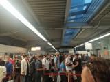 Zamieszanie na Lotnisku Chopina. Gigantyczne kolejki i nerwy polskich kibiców. Wszystko przez nowe przepisy