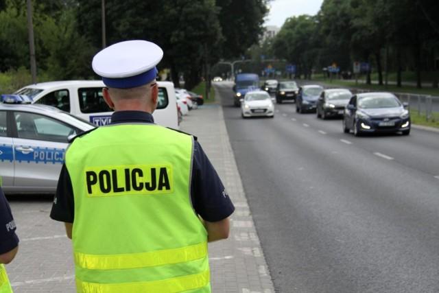 Sprawdzana będzie przede wszystkim prędkość, w tym także przez kaskadowo ustawione patrole, wyłapujące tych amatorów ścigania się na drogach, którzy zwolnią na widok pierwszej kontroli, a po jej minięciu już przyspieszają.