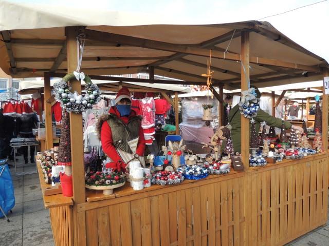 Trzeci dzień wągrowieckiego bazarku jest jednocześnie ostatnim. Mieszkańcy ruszyli na świąteczne zakupy.