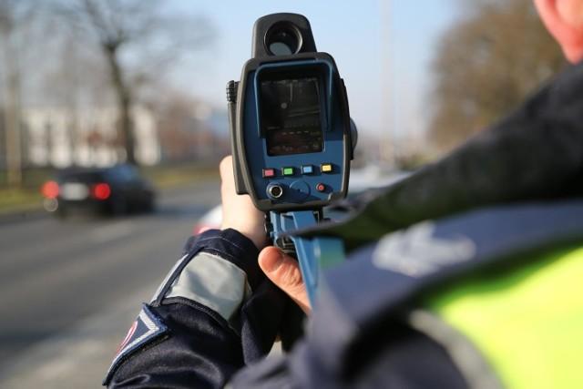 Policjanci w styczniu 2021 r. na drogach województwa kujawsko-pomorskiego ujawnili 2.328 przypadków przekroczenia dozwolonej prędkości.