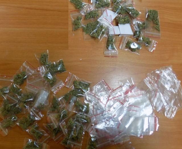 Zabezpieczono kilkadziesiąt woreczków z poporcjowanym suszem roślinnym