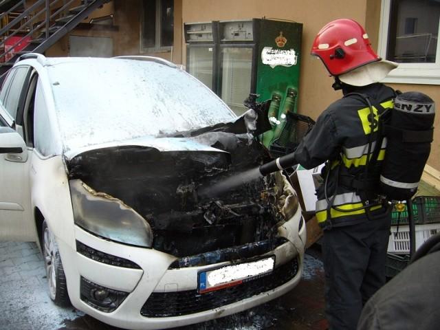 Żory: pożar samochodu na ul. Rybnickiej