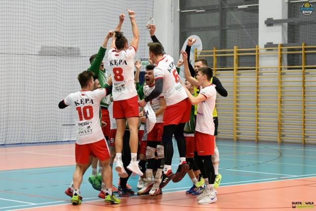 O awansie siatkarzy UKS Kępa Dębica do II ligi zdecydowały wyniki turnieju, który odbył się w Kobyłce.