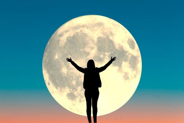 Czy naprawdę istnieje wpływ pełni Księżyca na człowieka, czy to tylko siła sugestii? Zobacz, co ustalili naukowcy. Nie uwierzysz, na ile rzeczy może mieć wpływ faza Księżyca!