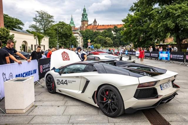 Trwa 17 odsłona imprezy Gran Turismo Polonia 2021. Supersamochody dotarły do Krakowa.