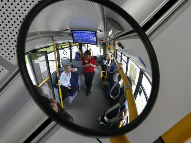 Nietrzeźwy kierowca autobusu wiózł 35 osób