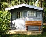 Mieszkanie na działkach ROD jest nielegalne. Co grozi za mieszkanie na ogródkach działkowych?