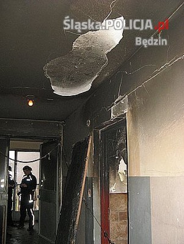 Policjanci z Będzina uratowali mężczyznę z pożaru.