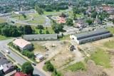 W Sławnie ruszyły prace przy budowie nowoczesnego parku handlowego [zdjęcia]