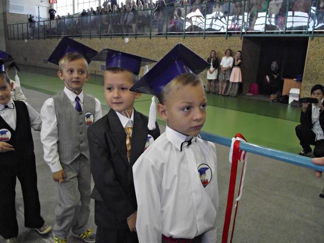Zbąszyń. Ślubowanie uczniów klas pierwszych 2015/2016
