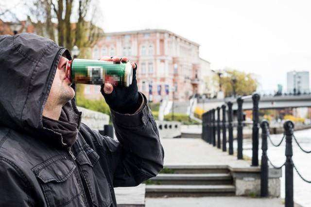 """W tych miejscach w Bydgoszczy policjanci najczęściej interweniują w sprawie zgłoszeń o piciu alkoholu """"pod chmurką"""".   Zobacz lokalizacje. Kliknij strzałkę obok zdjęcia lub przesuń je gestem >>>"""