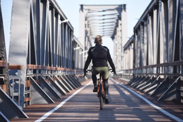 """Ścieżka rowerowa wybudowana w ramach projektu """"Kolej na rower"""" przez powiat i partnerskie gminy liczy ponad 50 kilometrów. Jest najbardziej popularną ścieżką w okolicy. Kliknij w przycisk """"zobacz galerię"""" i przesuwaj zdjęcia w prawo - naciśnij strzałkę lub przycisk NASTĘPNE"""