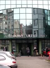 Przez rok pandemii w Łódzkiem bardzo wzrosło bezrobocie. Ale w jednym powiecie spadło