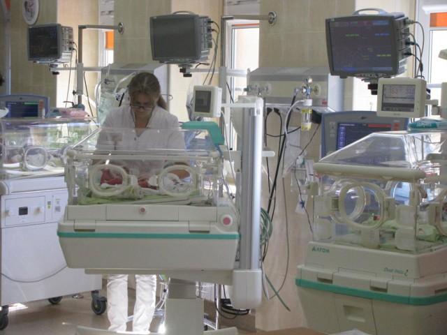 W ostrowie znaleziono leżącego na ulicy noworodka