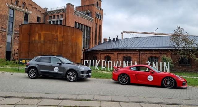 Auta marki Porsche na terenie Cukrowni Żnin