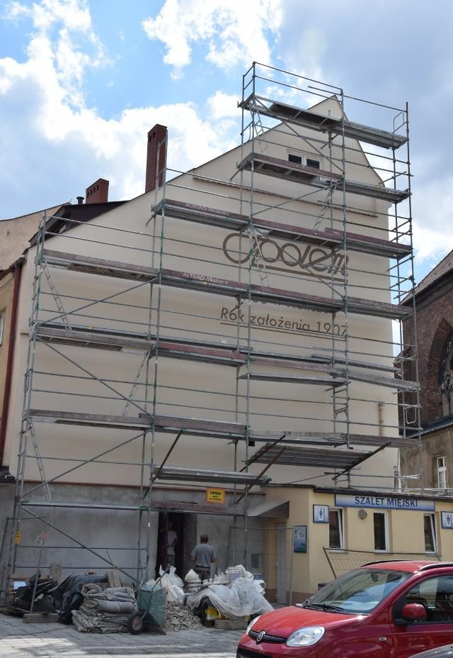 Trwa remont budynku Społem przy ulicy świętego Stanisława 2 w Kaliszu