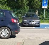 Parkują jak chcą: powiat pucki (2020/21). Tak się stawia auto, by utrudnić życie: Biedronka w Pucku, Lidl... Zobaczcie te ZDJĘCIA