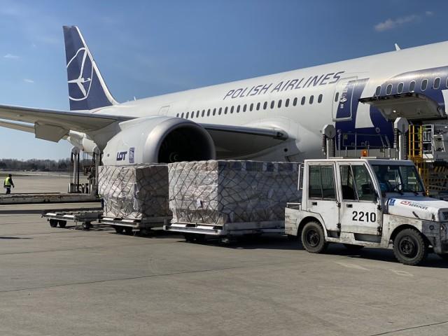 Kolejne samoloty ze sprzętem medycznym już w Polsce