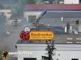 Pożar marketu Biedronka w Gdańsku Pieckach-Migowie. 17.06.2021 r. Brak osób poszkodowanych. Zapaliła się izolacja dachu
