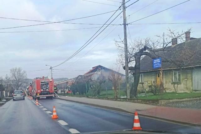 Pożar wybuchł w budynku jednorodzinnym przy ul. Hałcnowskiej w Bielsku-Białej