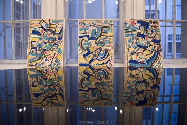 """Z każdym dniem w galerii """"Oko i ucho"""" przybywało nowych prac Lewisa Achenbacha. fot. Andrzej Hajdasz"""