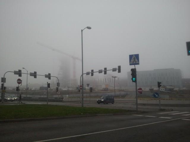 Mgła na placu budowy Muzeum Śl.