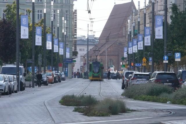 W czwartek w Poznaniu odbywa się piłkarskie święto, a więc mecz Lecha Poznań z Benfiką Lizbona w Lidze Europy, która nie gościła w naszym mieście od 2015 roku. Specjalnie na tę okazję w ciągu ulicy Święty Marcin zawisły specjalne banery promujące udział Kolejorza w tegorocznej edycji europejskich rozgrywek. Przejdź dalej i zobacz --->