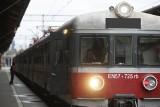 Pow. gdański: Pociąg się nie zatrzymał się w Cieplewie, zmarznięci pasażerowie zostali na przystanku