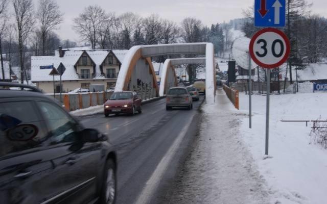 Most w Białym Dunajcu, na którym tworzą się gigantyczne korki