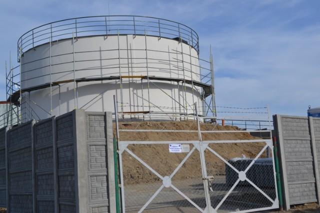 Zbiorniki wody zapewniają wodę w kranach w godzinach zwiększonego rozbioru