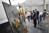 W MCK PGE Giganty Mocy w Bełchatowie można oglądać wystawę fotografii o tematyce pszczelarskiej