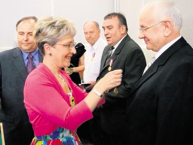 Medale dla pracowników elektrowni wręczała m.in. minister Elżbieta Radziszewska