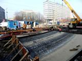 Rawa na rynku w Katowicach została zalana betonem. To finiszuje budowa mostu tramwajowego nad rzeką