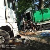Zderzenie ciężarówek w powiecie kościerskim 5.06.2021 r. Jeden z kierowców jest w stanie ciężkim