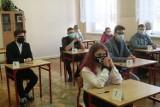 Rozpoczęły się próbne matury w Legnicy, w ILO egzamin pisze 150 uczniów