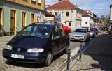 Nowy Sącz. Sądeczanie uczcili Dzień Flagi Rzeczpospolitej Polskiej. Był przejazd starych samochodów [ZDJĘCIA]