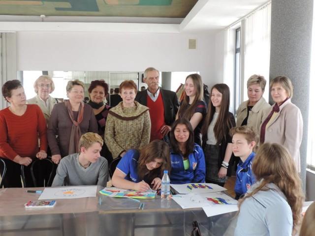 Zaloguj się do zdrowia. Uczennice PG 3 w Radomsku walczą o mandaty w SDiM