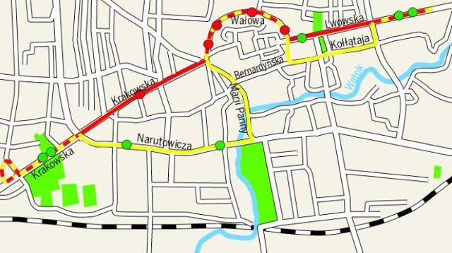 Na żółto i czerwono zaznaczono przebieg trasy. Czerwone kropki to nowe przystanki, zielone to stare